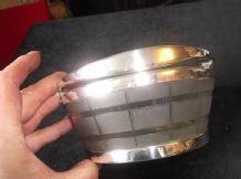 ELEGANT VINTAGE FROSTED GLASS DISH SILVER PLATED BARREL BANDS & SWIVEL HANDLE